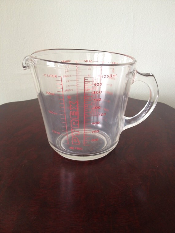 items similar to vintage pyrex 532 cup glass measuring cup with red lettering d handle on etsy. Black Bedroom Furniture Sets. Home Design Ideas