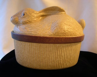 2-Qt Covered Casserole Figural Rabbit Vintage Treasure Craft USA Hare Baking Dish 1970s-80s earthenware.