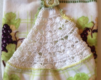 Hanging crocheted top kitchen towel