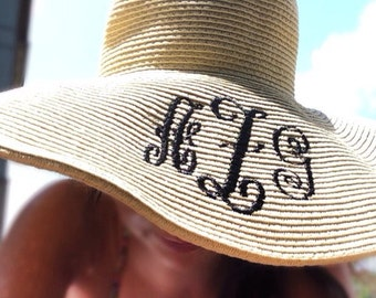 Women's floppy sun hat