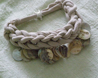 Strap bracelet with charms of shell