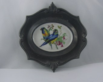 Schwarzenhammer porcelain with edging of Baecker tin. Age old, wonderful, small wall plate from Germany. Motif: birds (III) - ara couple