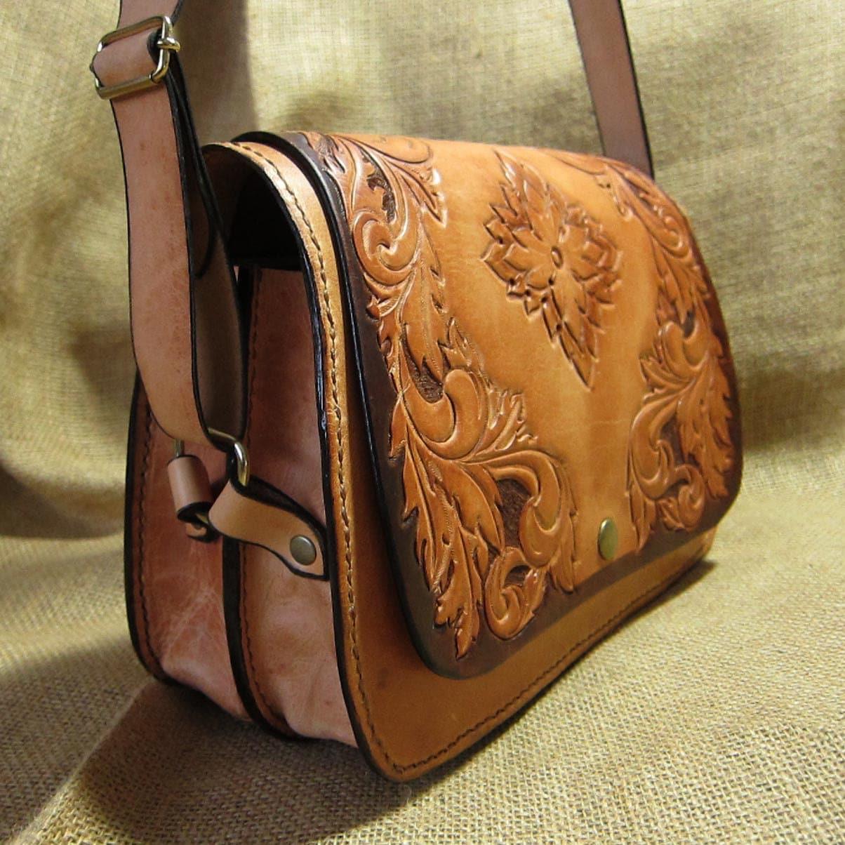 Leather Shoulder Bag Carmen Carved Natural Tone
