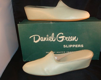Vintage Daniel Green Classic Bone Leather Women Slippers/Shoes (1960) Size 7.5 (New old stock)