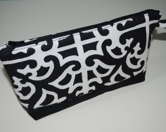Black and Cream - Zipper Bag with Flat Bottom