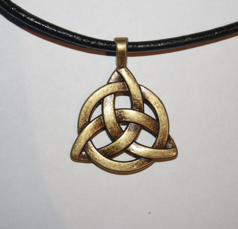 Charmed Triquetra Necklace Traumspuren