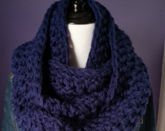 SUPER CHUNKY Infinity Scarf-Navy Blue
