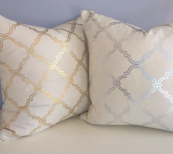silver metallic quatrefoil pillow cover accent pillow throw. Black Bedroom Furniture Sets. Home Design Ideas