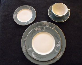 Fleetwood China, Queen's Lace Green Pattern, 4- 5 Piece Settings