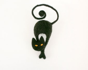 Black cat brooch, MADE TO ORDER, Black and yellow, Halloween brooch, Needle felted cat pin, Animal jewelry, Gift for her,  Woolen miniature