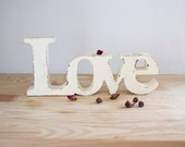 Love wooden sign - Shabby chic word - Decorative word - Wooden words - Wedding decor