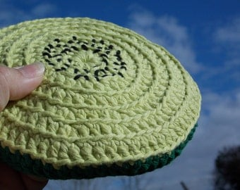 Frisbee flying kiwi crochet flyer disc toy for indoor and outdoor handmade superb aerodynamic flight behaviour made pure cotton