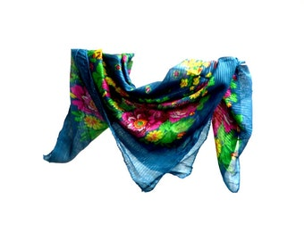 Little russian shawl / Russian scarf / Turquoise blue with gold