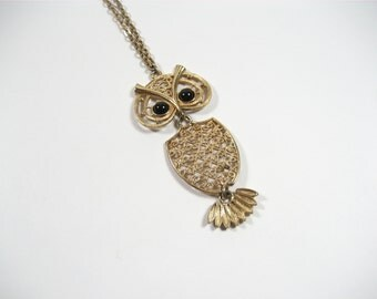 SARAH COVENTRY Articulated Gold Tone Nite Owl Pendant Necklace / Vintage 1970s / Signed