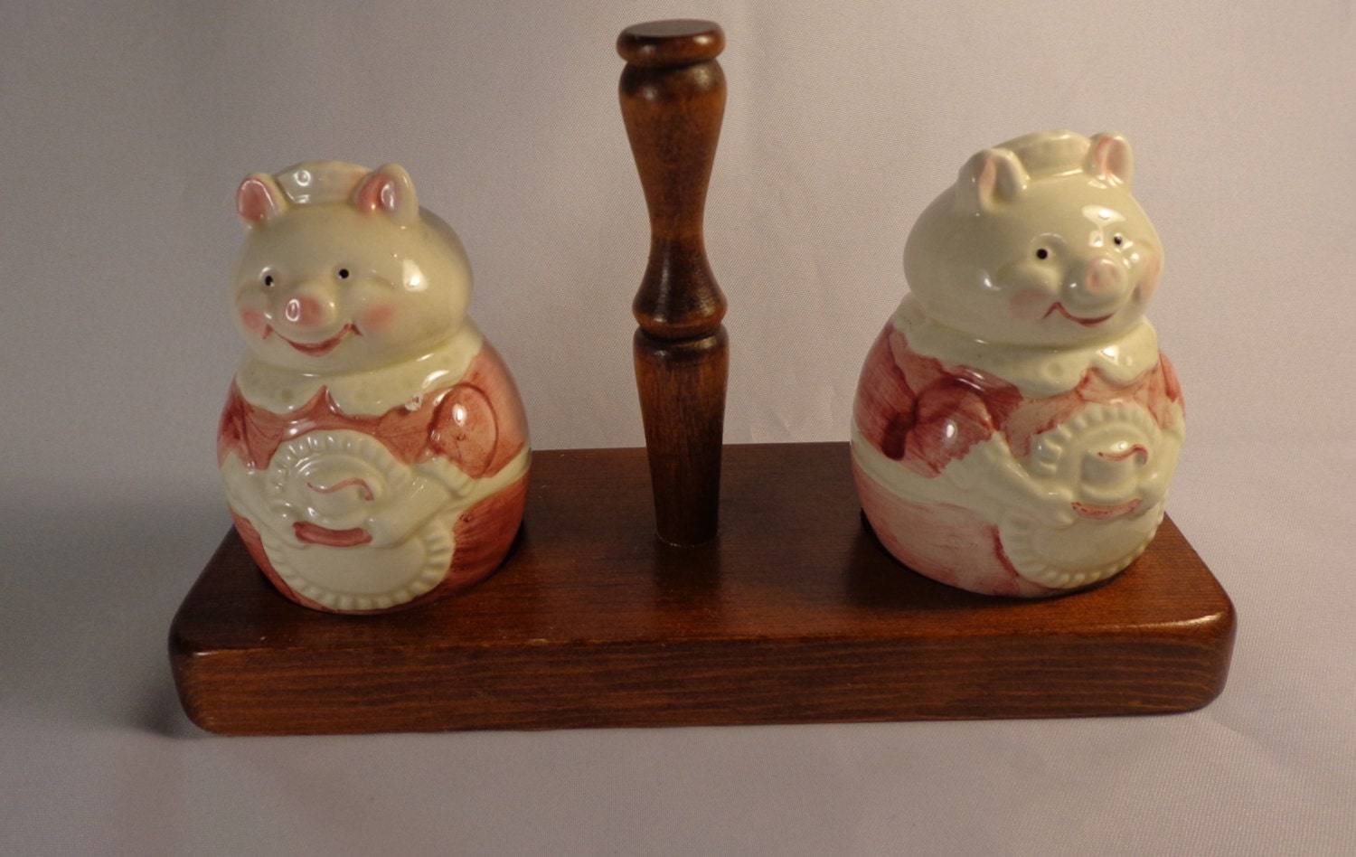 Salt And Pepper Shaker Set Cute Pigs On A Wooden Tray