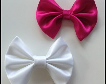 Large hair bow. Big bow measures 9-10cm. Satin hair bow on alligator clip. Pink bow. White bow. White satin bow. Pink satin bow. Hairbow.