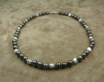 Necklace with Grey and Black Pearls 8 - 9 mm (Κολιέ με Γκρι και Μαύρα Μαργαριτάρια 8 - 9 mm)