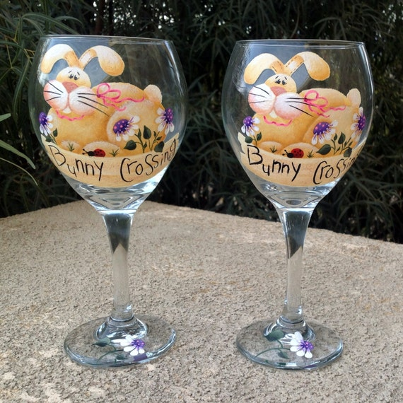 happy easter perfect set of 2 wine glasses to highlight. Black Bedroom Furniture Sets. Home Design Ideas
