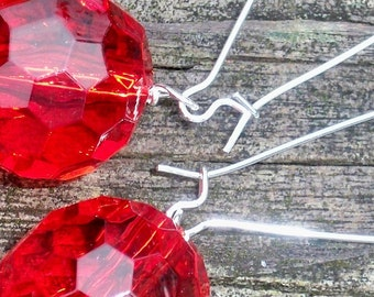 Maine - 20mm Round Multifaceted Clear Cherry Red Beaded Silver Dangle Kidney Hoop Earrings