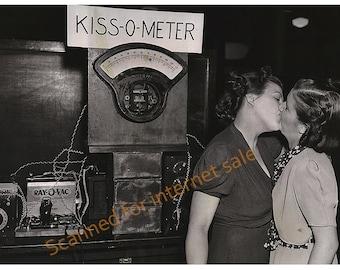 1940s Lesbian (( Kiss-O-Meter)) PHOTO 16x20 inches Gay Shocking