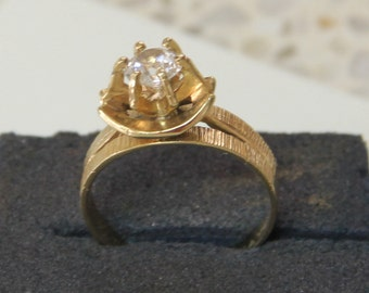 Classic 9 ct solid gold dress ring with a white center stone
