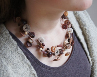 NATURAL DISARRY, chain of vintage buttons & beads