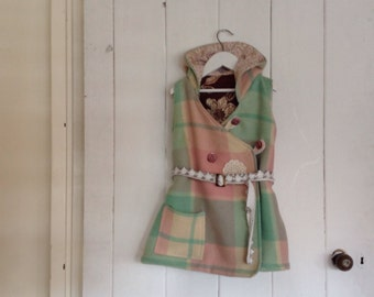Girls Woollen Vest.Size 6-8