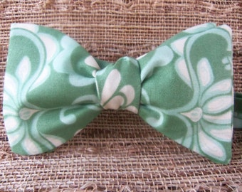 Men's Floral Print Bow Tie in Green and White