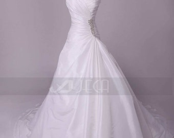 Simple & Chic Sweetheart Neckline Wedding Dress Available in Plus Sizes