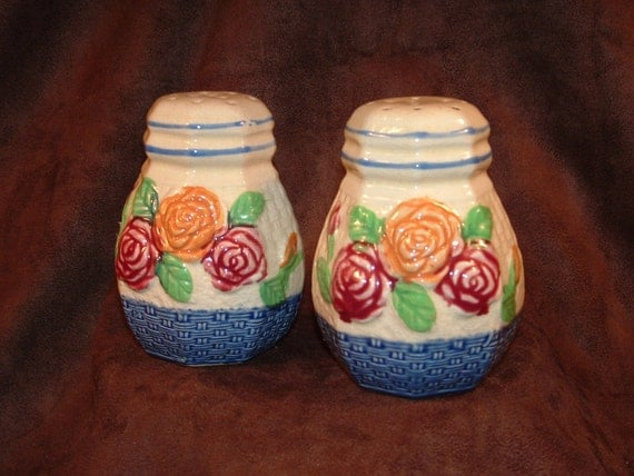 Majolica salt and pepper shakers vintage japanese majolica Colorful salt and pepper shakers