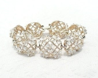 Vintage Linked White Flower Bracelet