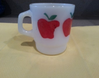 LAST CHANCE SALE!! Vintage Termocrisa Milk Glass Apple Coffee Mug Cute!