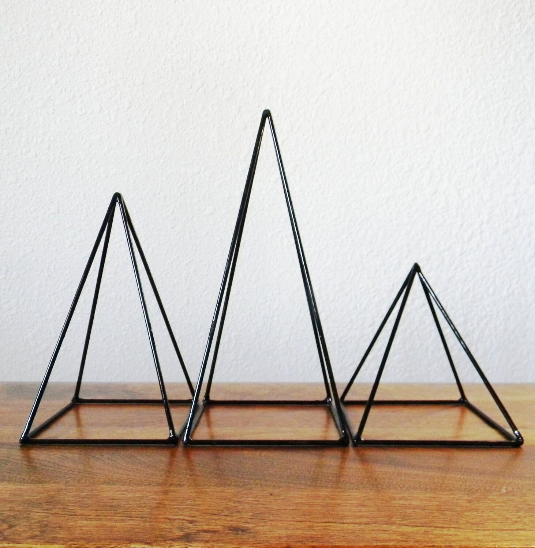 Geometrische Skulpturen Set 3 Pyramiden in schwarz