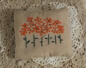 Embroidered Primitive Daisy Pillow, FAAP, OFG, HAFAIR