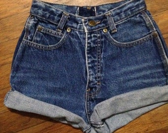 Simple cuffed high waisted shorts