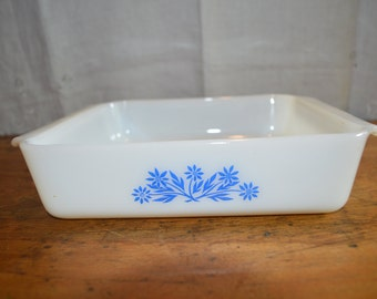 Great Vintage FIRE KING CASSEROLE. Classic Blue Cornflower Pattern. Great Condition.