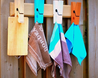 Squeezer coat rack