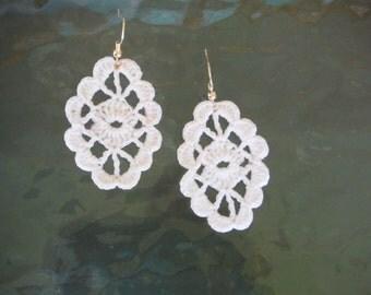 Dainty & Petite Oval dangle earring