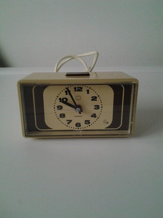 vintage radio r veil horloge alarme horloge 70 par vintageshopromar. Black Bedroom Furniture Sets. Home Design Ideas