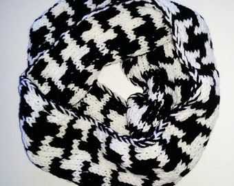 Houndstooth Infinity Double Knitting Women's Scarf