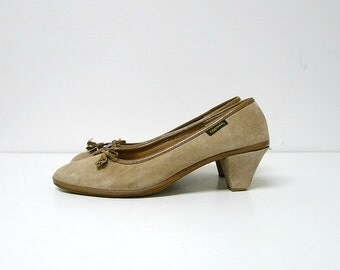 CAPEZIO  suede leather shoes . size 8.5 M