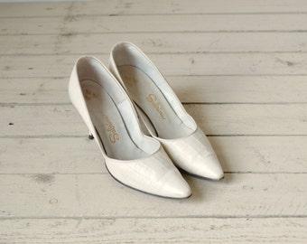 1950s Cream Pumps --- Vintage Sabrina Faux Leather Heels