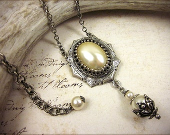 Ivory Pearl Renaissance Necklace , Cream Pearl Bridal Jewelry, Tudor, Medieval Garb, Borgias, Ren Faire, Queen, Anne Boleyn, MedCol