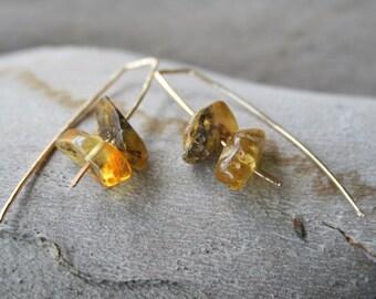 Gold Amber Earrings, Minimalist Green Baltic Amber Earrings, Modern Wire Earrings Green polished Amber, genuine gemstone, gold jewelry