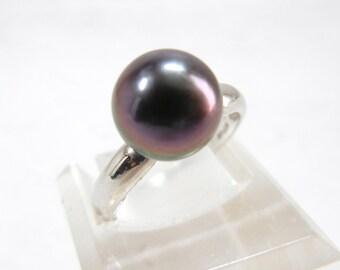Stunning purple pearl Ring / 18k white gold Tahitian pearl ring / Pearl ring set in 18k white gold / mothers day / gift