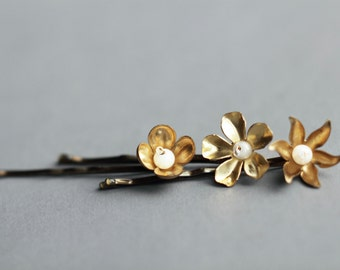 Gold flower hair pins  flower bobby pins vintage brass flowers pearly white set of 3 pins wedding  bridesmaid