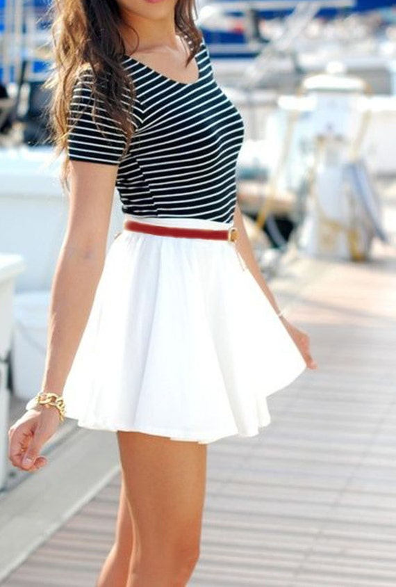 Circle skirt dresses are a classic fashion staple, and styles range from poodle skirts to elegant mini-skirts. The wide variety of lengths and styles often necessitates changing the length to fit each body type.