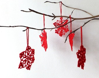 Crochet snowflakes decorations - red Christmas tree ornaments - holiday ornaments with hanging loop - red snowflakes decor - set of 6 ~3 in