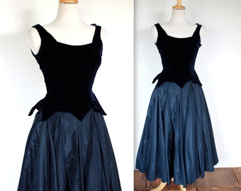 Vintage 1950's Dress // 50s Midnight Blue Velvet Couture Party Dress // Fairytale Ball Gown // Evening Gown