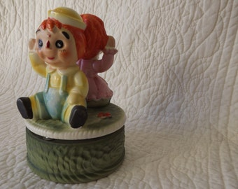 Raggedy Ann and Raggedy Andy Vintage Music Box from the 1960s